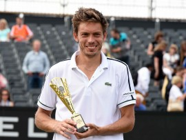 Nicolas Mahut adds a second Topshelf Open title (also 2013) to his grass-court haul, defeating second seed David Goffin 7-6(1), 6-1 in 77 minutes.