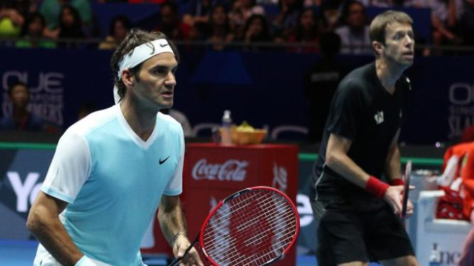 Roger-Federer-won-his-first-set-in-the-2015-IPTL-in-the-men´s-doubles-against-the-Singapore-Slammers-img33166_668