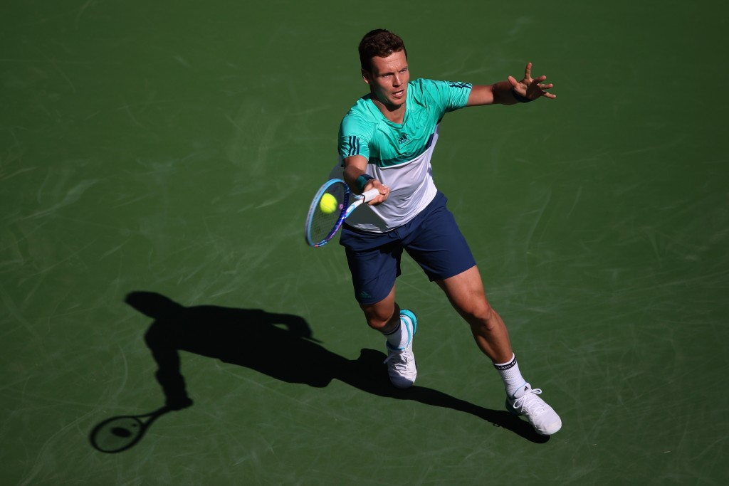 INDIAN WELLS, CA - MARCH 12:  Tomas Berdych of Czech Republic returns a shot to Juan Martin Del Potro of Argentina during the BNP Paribas Open at the Indian Wells Tennis Garden on March 11 at  Indian Wells Tennis Garden on March 12, 2016 in Indian Wells, California  (Photo by Sean M. Haffey/Getty Images)