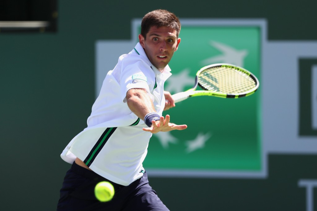 INDIAN WELLS, CA - MARCH 14:  Federico Delbonis of Argentina in action against Andy Murray of Great Britain during day eight of the BNP Paribas Open at Indian Wells Tennis Garden on March 14, 2016 in Indian Wells, California.  (Photo by Julian Finney/Getty Images)