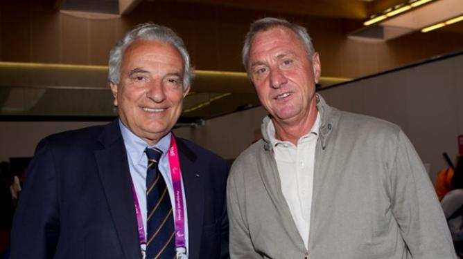 Honorary-Life-President-Francesco-Ricci-Bitti-with-Johan-Cruyff-Photo-Tommy-Hindley-img35542_668