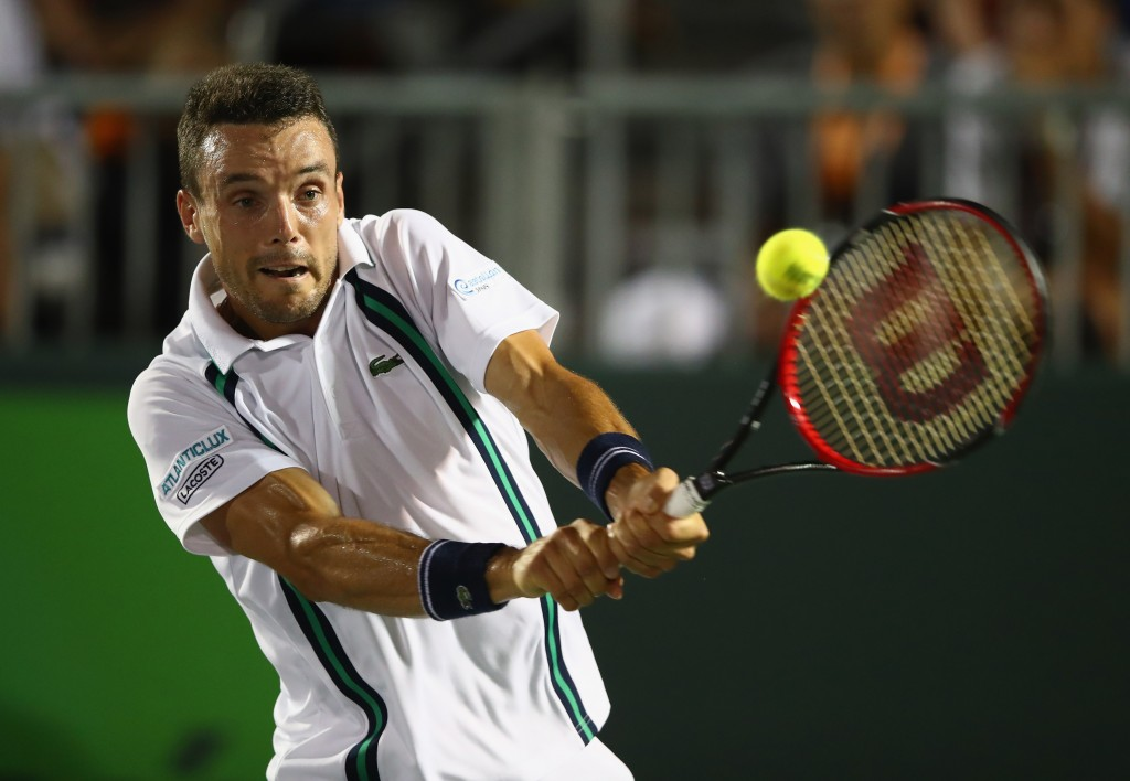 KEY BISCAYNE, FL - MARCH 29:  Roberto Bautista Agut of Spain in action against Kei Nishikori of Japan in their fourth round match during the Miami Open Presented by Itau at Crandon Park Tennis Center on March 29, 2016 in Key Biscayne, Florida.  (Photo by Clive Brunskill/Getty Images)