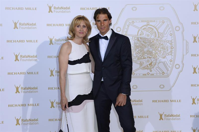 rafael-nadal-and-his-mother-ana-maria-parera-at-gala-for-the-rafa-nadal-at-foundation-in-paris-2015
