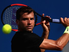 LONDON, ENGLAND - JUNE 21:  Grigor Dimitrov of Bulgaria plays a backhand during the mens singles second round match against Julien Benneteau of France on day three of the 2017 Aegon Championships at Queens Club on June 21, 2017 in London, England.  (Photo by Julian Finney/Getty Images)