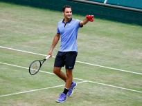 HALLE, GERMANY - JUNE 22: Roger Federer of Suiss after the men's singles match against Mischa Zverev of Germany on Day 6 of the Gerry Weber Open 2017 at Gerry Weber Stadion on June 22, 2017 in Halle, Germany. (Photo by Joachim Sielski/Bongarts/Getty Images) *** Local Caption *** Roger Federer