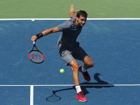 NEW YORK, NY - AUGUST 30:  Grigor Dimitrov of Bulgaria returns a shot to Vaclav Safranek of Czech Republic during their first round Men's Singles match on Day Three of the 2017 US Open at the USTA Billie Jean King National Tennis Center on August 30, 2017 in the Flushing neighborhood of the Queens borough of New York City.  (Photo by Matthew Stockman/Getty Images)