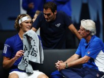 PRAGUE, CZECH REPUBLIC - SEPTEMBER 22:  Alexander Zverev of Team Europe speaks to Bjorn Borg, Captain of Team Europe and Roger Federer of Team Europe during his singles match against Denis Shapovalov of Team World on the first day of the Laver Cup on September 22, 2017 in Prague, Czech Republic.  The Laver Cup consists of six European players competing against their counterparts from the rest of the World. Europe will be captained by Bjorn Borg and John McEnroe will captain the Rest of the World team. The event runs from 22-24 September.  (Photo by Clive Brunskill/Getty Images for Laver Cup)