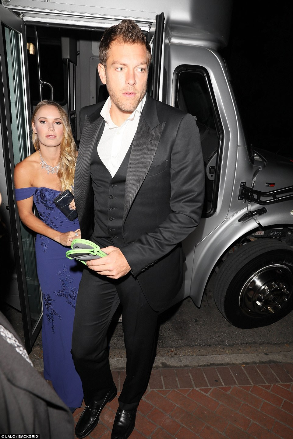 466DD28100000578-5091071-Tennis_star_Caroline_Wozniacki_and_fiance_David_Lee_carrying_the-a-13_1510880505015