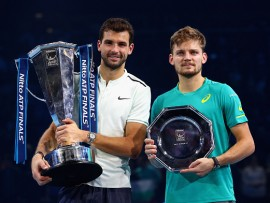 LONDON, ENGLAND - NOVEMBER 19:  Winner, Grigor Dimitrov of Bulgaria and runner up, David Goffin of Belgium hold their trophies following  the singles final during day eight of the 2017 Nitto ATP World Tour Finals at O2 Arena on November 19, 2017 in London, England.  (Photo by Clive Brunskill/Getty Images)