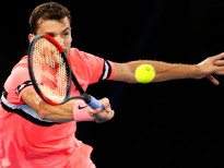MELBOURNE, AUSTRALIA - JANUARY 21:  Grigor Dimitrov of Bulgaria plays a forehand in his fourth round match against Nick Kyrgios of Australia on day seven of the 2018 Australian Open at Melbourne Park on January 21, 2018 in Melbourne, Australia.  (Photo by Darrian Traynor/Getty Images)