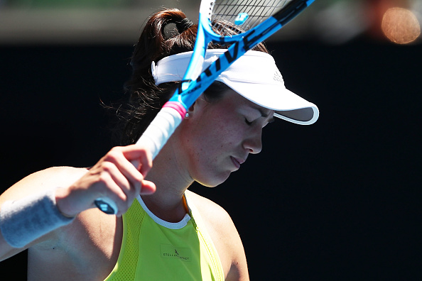 MELBOURNE, AUSTRALIA - JANUARY 18:  Garbine Muguruza of Spain shows her frustration in her second round match against Su-Wei Hsieh of Taipei on day four of the 2018 Australian Open at Melbourne Park on January 18, 2018 in Melbourne, Australia.  (Photo by Clive Brunskill/Getty Images)