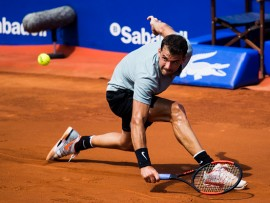 BARCELONA, SPAIN - APRIL 25:  Grigor Dimitrov of Bulgaria plays a backhand against Gilles Simon of France in their match during day three of the Barcelona Open Banc Sabadell on April 25, 2018 in Barcelona, Spain.  (Photo by Alex Caparros/Getty Images)