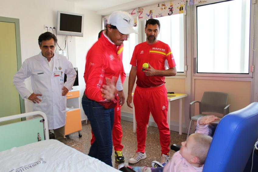 rafael-nadal-visits-children-hospital-in-valencia