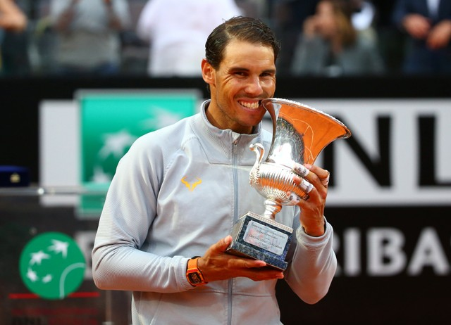 Tennis - ATP World Tour Masters 1000 - Italian Open - Foro Italico, Rome, Italy - May 20, 2018  Spain's Rafael Nadal celebrates with the trophy after winning the final against Germany's Alexander Zverev   REUTERS/Tony Gentile