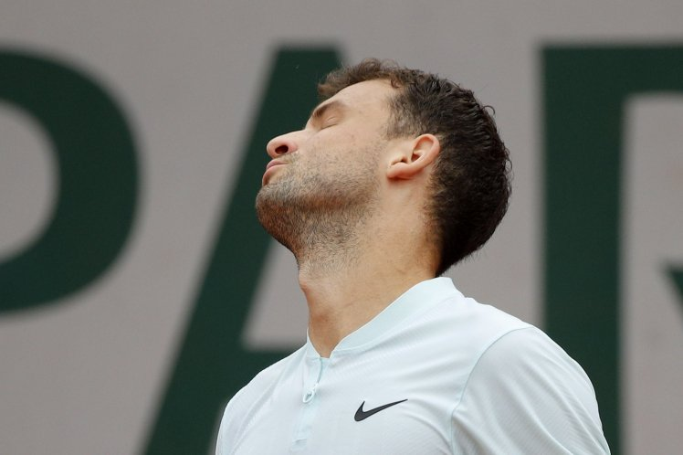 Bulgaria's Grigor Dimitrov reacts as he plays Spain's Fernando Verdasco during their third round match of the French Open tennis tournament at the Roland Garros stadium, Friday, June 1, 2018 in Paris. (AP Photo/Christophe Ena)