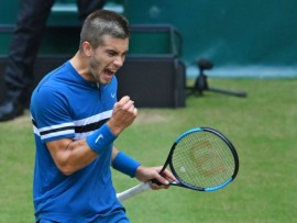 HALLE, GERMANY - JUNE 24: Borna Coric of Croatia celebrates in the final match against Roger Federer of Switzerland during day seven of the Gerry Weber Open at Gerry Weber Stadium on June 24, 2018 in Halle, Germany. (Photo by Thomas Starke/Getty Images)