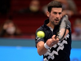 VIENNA, AUSTRIA - OCTOBER 27: Novak Djokovic of Serbia plays a backhand during his match against Filip Krajinovic of Serbia on day four of the Erste Bank Open tennis tournament at Wiener Stadthalle on October 27, 2020 in Vienna, Austria. (Photo by Thomas Kronsteiner/Getty Images)