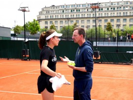 PARIS, FRANCE - JUNE 06: Johanna Konta of Great Britain trains with coach Dimitri Zavialoff during Day twelve of the 2019 French Open at Roland Garros on June 06, 2019 in Paris, France. (Photo by Clive Brunskill/Getty Images)