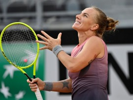 ROME, ITALY - SEPTEMBER 15: Svetlana Kuznetsova of Russia reacts in her round one match against Bernarda Pera of The United States during day two of the Internazionali BNL d'Italia at Foro Italico on September 15, 2020 in Rome, Italy. (Photo by Riccardo Antimiani - Pool/Getty Images)