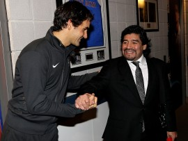 LONDON, ENGLAND - NOVEMBER 23:  Roger Federer of Switzerland (L) and Former Argentinian footballer Diego Maradona attend the ATP World Tour Finals at O2 Arena on November 23, 2010 in London, England.  (Photo by Clive Brunskill/Getty Images)